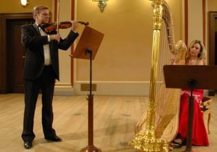 Jana Bousková, Harfe, u. Miroslav Vilimec, Violine, aus Prag